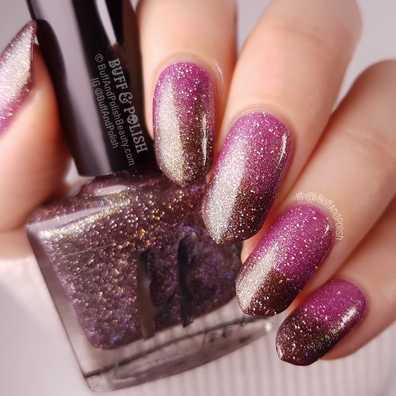 Akkorokamui - Femme Fatale COTM 2018 – Polish Swatch showing a soft focus holo